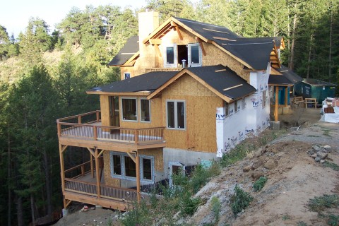Challenges of a downhill mountain lot evstudio for Building a house in colorado